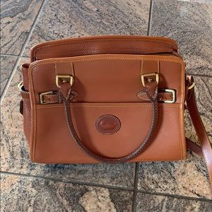 Dooney & Bourke classic leather crossbody/handbag